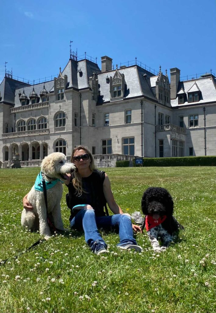 magdalena szymanska school for dog trainers instructor with two dogs in grass